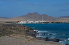 die Küste im Süden (Maexel Fotografie) Tags: fuerteventura wellen küste süden windrad berge vulkan mountains waves water ocean blue