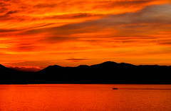 Heaven or Hell II (jocsdellum) Tags: heaven hell capvespre atardecer sunset contrallum rojo redsunset vermell aigua water sea mar núvols nubes clouds mediterraneansea