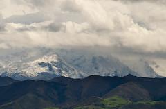 Cornión (elosoenpersona) Tags: picos de europa mountains montañas asturias snow nieve piloña viyao sombras nubes clouds elosoenpersona