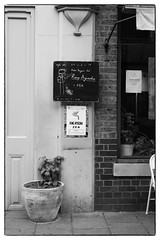 King Ayisoba + ZEA @ Cafe Oto, London, 30th March 2017 (fabiolug) Tags: blackboard billboard board handwriting handwritten cafeotoblackboard ashwinst ashwinstreet wall chair window plant kingayisoba zea cafeoto london dalston music gig performance concert live livemusic leicammonochrom mmonochrom monochrom leicamonochrom leica leicam rangefinder blackandwhite blackwhite bw monochrome biancoenero zeisscsonnartf1550mmzm zeisszm50mmf15csonnar zeisscsonnar zeisssonnar zeiss sonnar 50mm sonnar50mm 50mmf15