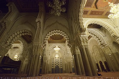 Left side of Hassan II prayer Hall (T Ξ Ξ J Ξ) Tags: morocco casablanca fujifilm xt1 teeje fujinon1024mmf4 hassaniimosque mosque night mimbar prayer hall