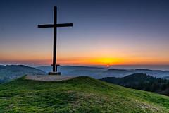 Hündlekopf (Peter Zitt) Tags: sonnenuntergang bayern landschaft landscape berge mountains abendstimmung sunset gipfelkreuz