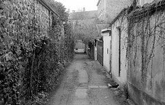 Alley in Paris
