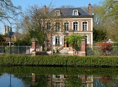 CORBIE : Maison au bord de l'eau (xavnco2) Tags: corbie somme picardie france canal river fiume maison casa house relet reflection
