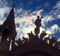 Nubes iridescentes (Happy Easter) (Robyn Hooz (away)) Tags: easter pasqua basilica san marco venezia rainbow clouds sky rifraction rifrazione statues statue