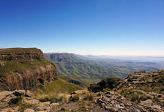 g Mountains - View from Sentinel Peak Trail (Julia Kostecka) Tags: drakensbergmountains drakensbergescarpment geology rockformations sentinelpeaktrail tugelafalls chainladdertrail hiking amphitheater waterfall southafrica royalnatalnationalpark