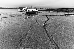 Baja mar (Esparkling) Tags: mar agua playa arena barcas cdiz pesca amarres esparkling