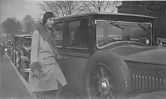 seule (desfemmesetdesvoitures@yahoo.fr) Tags: auto old woman cars car sedan vintage wagon mujer women femme voiture des coche frau dame et mujeres fille coches femmes dona voitures cabriolet dames wagen machina regazza desfemmesetdesvoitures