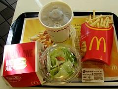 #5718 lunch (Nemo's great uncle) Tags: food geotagged lunch tokyo mcdonalds     setagayaku hachimanyama  geo:lat=35669195 geo:lon=139613577  lesarchesdor losarcosdorado