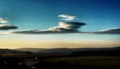 Orton effect - sich drehende Wolken wie ein Kreisel (eagle1effi) Tags: sky panorama nuvole waves pano himmel wolken wie panasonic lee ein ondas onde sich kreisel lenticularis lenticolari orographique leewelle drehende estacionrias leewellen tz40 tz41best tz41 panasoniclumixdmctz41 tz41referenceshot tz40best tz41top tz40top fhnfisch schwerewelle