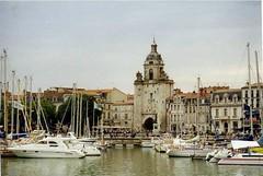 La Rochelle - Juillet 1999 (gueguette80 ... Définitivement non voyant) Tags: port la boat tour harbour 1999 larochelle bateau juillet rochelle charentemaritime