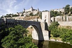 Toledo (España), Puente de Alcántara (ipomar47) Tags: door bridge españa puente spain puerta gate pentax toledo tajo k5 alcantara ruby3 ruby10 tufototureto