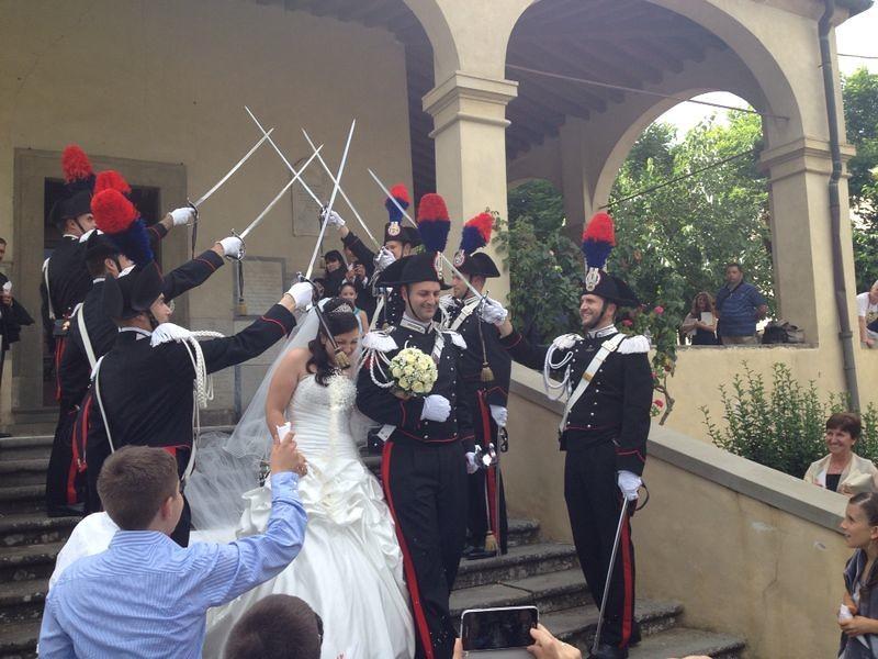 Matrimonio In Alta Uniforme Esercito : Fiori d arancio per i carabinieri di poggio matrimonio in