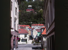 1988 Mollesmauet, Hordaland, Bergen, Norway (Yvonne Thompson) Tags: street norway 1988 places cablecar bergen 1980s urbandesign urbanism streetscape kongoscarsgate hordaland klien fylke vagsbunnen smithsivertsen latorskiltfabrikk