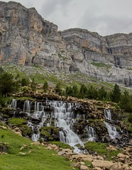Pared de agua (JaviJ.com) Tags: espaa de spain huesca valle cataratas catarata pyrnes pirineos ordesa cascada pirineo cascadas aragn