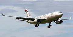 Etihad Airways Airbus A330-200 A6-EYS landing at Dublin Airport from Abu Dhabi (Shamrock147) Tags: from dublin airport landing airbus airways abu dhabi a330200 etihad avgeek a6eys