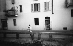Milano (Valt3r Rav3ra - DEVOted!) Tags: lomo lomography lca lomolca ilford ilforddelta400 biancoenero bw blackandwhite milano analogico film 35mm valt3r valterravera visioniurbane urbanvisions streetphotography street sovietcamera
