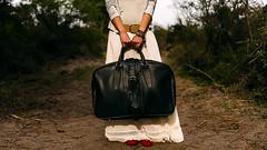 Ma Tu, Respira, Respira (○gus○) Tags: nikond750 240700mm ƒ28 12000 primavera de valigia suitcase spiaggia seaside beach ballerinerosse redballerinaflats ʂ