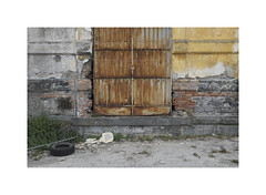 decay (ha*voc) Tags: fujifilmx100s 23mmf2 urban urbanfragments urbandecay urbanentropy entropy napoli napels italy rusty rust yellow
