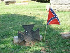 Unknown Confederate Veteran Grave (Photo Squirrel) Tags: cemetery warrentoncemetery warrenton virginia confederate civilwar grave gravestone gravemarker graveyard headstone tombstone memorial monument