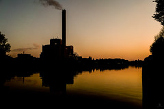 Oberhausen (st.weber71) Tags: lichter sonne spiegelung sonnenuntergang sonnenschein lumix panasonic gx8 himmel blauestunde ruhrgebiet ruhrpott romantik wasser wasserspiegelung industrie