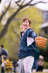 Happy young woman throwing ball to her boyfriend (Apricot Cafe) Tags: img27782 2024years asia asianandindianethnicities canonef70200mmf28lisiiusm japan japaneseethnicity kyotocity kyotoprefecture athletes ball baseball carefree casualclothing catching charming cheerful citylife couplerelationship dating day enjoyment freedom friendship happiness kamoriver lifestyles oneperson onlywomen outddoors photography pitcher relaxation riverbank smiling sportsactivity springtime threequarterlength throwing toothysmile uniform vertical walking weekendactivities women youngadult kyōtoshi kyōtofu jp