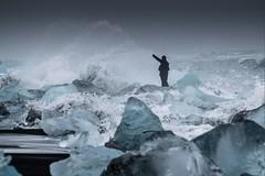 Islande, plage, 5 (Patrick.Raymond (3M views)) Tags: islande mer plage gel glace hiver homme vague hd expressyourself concordians