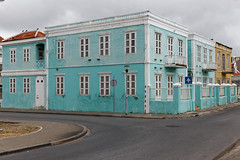 The turquoise mansion (jmtennapel) Tags: caribean curaçao dutchantilles nederlandseantillen pietermaai willemstad island stad stadsgezicht stedelijk stedelijklandschap urban urbanenvironment turquoise colonial building architecture architectuur koloniaal canon6d sigma50mmf14dgexhsm