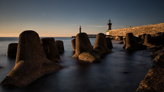 A l'abri des vagues (Clic Clac 2956) Tags: bastia corse corsica poselongue longexposure mer sea sunrise leverdusoleil phare