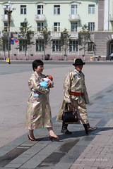 Mongolian portraits - parents dressed for the occasion (10b travelling / Carsten ten Brink) Tags: 2012 asia carstentenbrink baby parents costume traditional walking iptcbasic ulaanbaatar sukhbaatarsquare sukhbaatar square ulanbator mongolia mongolei peopleset 1000plus children