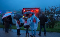 Linzfest 2014 (austrianpsycho) Tags: people linz leute stage menschen umbrellas openair regnerisch regenschirme 2014 donaupark verregnet schlechtwetter linzfest bühne donaulände 17052014 bühneimdonaupark linzfest2014