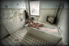 Pay-Tv Overlook -Hotel (Ixtremeolli) Tags: canon hotel bad royal casino 5d badewanne hdr harz markii badezimmer gasmaske lostplace overlookhotel funkauslser