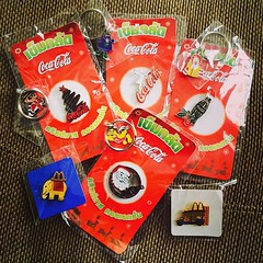 ขุดไปเจอของสะสมเก่าเก็บ #coke #cocacola #cokethai #cokethailand #cocacolathai #cocacolathailand #mcdonald #mcdonaldthai #pin #collection #collector #hobby #rayong #hellorayong