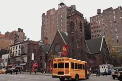 Shopping (paseando...) Tags: ny amarillo schoolbus 6thav
