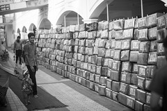 Meal boxes [Delhi] (Chris Gamblen) Tags: india delhi gurudwarabanglasahib