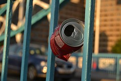 London 2012 (Blue Sere) Tags: towerbridge garbage coke can cocacola railing londra lattina ringhiera