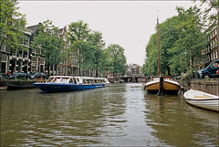 brewers view (Ron Layters) Tags: bridge trees holland water netherlands amsterdam geotagged boat canal pentax nederland slide transparency fujichrome provia centrum noordholland brouwersgracht pentaxmz10 touristboat grachtengordel flickrfly ronlayters slidefilmthenscanned byebyeamsterdam geo:lat=5237943207820013 geo:lon=4891408641134897 canalhousesgracht