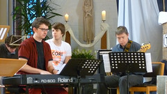Mattias, Jonathan en Geert. De gospelband (KerKembodegem) Tags: vakantie rust god song ballon jesus bbq barbecue bible woord christianity ballonvaart songs liturgy luchtballon jesuschrist lied brood jezus eucharist 2014 bijbel erembodegem liederen liturgie churchsongs tenbos gezang gebeden geloofsbelijdenis gezangen kerkembodegem 4ingen zondagsviering gezinsviering vakantieviering gospelviering tafelgebed kerklied liturgischeliederen liturgischlied gezinsvieringen gebedsviering vieringrondwoordenbrood 4ingrondwoordenbrood woorddienst woordviering