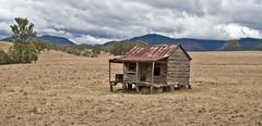 The Hut (mowog) Tags: landscape qld queensland australianlandscape landscapephotography ianfraser ianfraserallrightsreserved