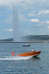 200 ans de la police Genevoise_7512 (Yves.Henchoz) Tags: lake switzerland boat suisse geneva swiss police lac bateaux genève polizei polizia genf lacléman bicentenaire nikond4 ge200ch bicentenairedegenève2014