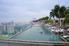 BM7Q9647.jpg (Idiot frog) Tags: canon eos singapore swimmingpool infinitypool mbs  rooftopswimmingpool 1dx  marinabaysandshotel endlessswimmingpool