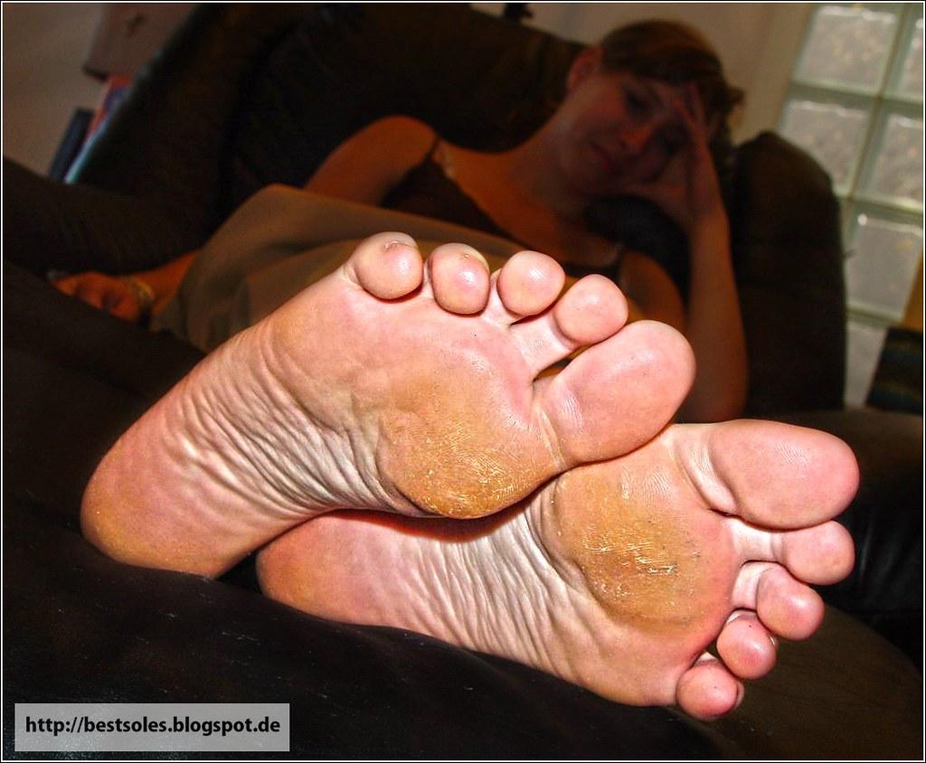 female stinky ebony feet