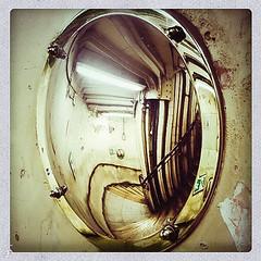 2016-09-17-15-19-32-oddities.jpg (cekuphoto) Tags: london art genius instagram instaphoto mobile oddity retro s6 samsung surprise surprising unexpected urban weird