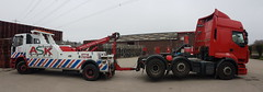 Rear Suspending 6 Wheel T'Unit From Newport (JAMES2039) Tags: tow towtruck truck lorry wrecker underlift 6wheeler 4wheeler rear rearsuspend iveco mediumunderlift b1tmm cardiff rescue breakdown ask askrecovery recovery renault premium tractorunit newport