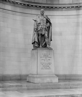 Statue of King Edward VII at Holyrood Palace, Edinburgh 1922