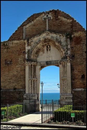 portale sul mare