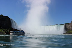 Maid of the Myst and Horseshoe Falls (pegase1972) Tags: maidofthemyst horseshoe falls niagarafalls water waterfalls chutes