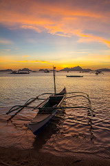 El Nido, Philippines - February 19, 2015: Sunshine at the beach in El Nido (AlfonsoFD) Tags: sunshine authentic canoneos asia canon60d 2015 canon philippines elnido clouds blue beach bohol beautiful travel colourful boat sky skyline sea light