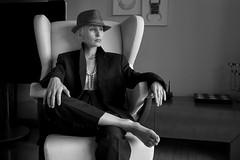 (Kaobanga) Tags: dona mujer woman barret sombrero hat retrat retrato portrait blancinegre blancoynegro blackandwhite bn bw canon5dmarkii canon5dmkii canon5dmk2 canon1635 1635 1635mm canon1635mm kaobanga
