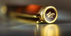 A golden glow! (Elisafox22 slowly beating the Shingles!) Tags: elisafox22 sony nex7 50mmf28 macro carlzeiss touitmakroplanar lens hmm macromondays pen top madeofmetal gold metal texture textures waterman fountainpen elisaliddell©2017